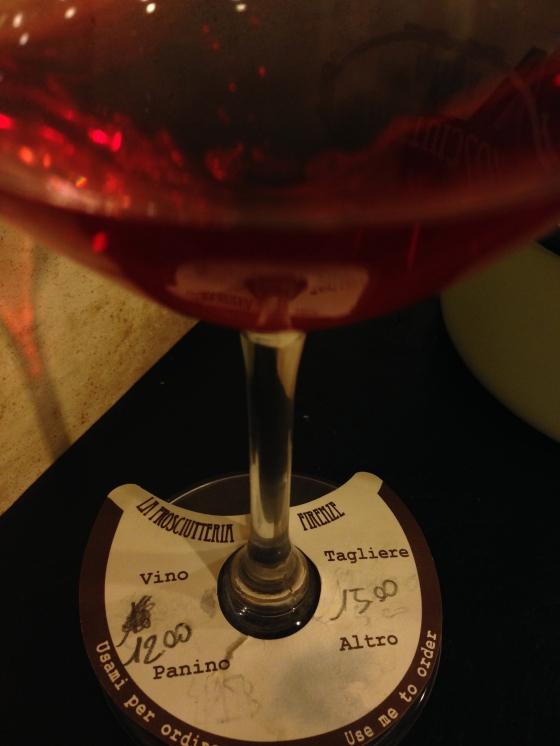 12 euro a bottle of wine and delicious snacks for 15 euro.  Garrafa de vinho por 12 euros e os snacks por 15 euros