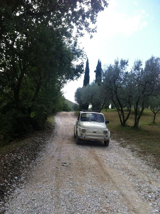 With our Fiat 500 one is only 40 minutes away ! Com nossa Fiat 500 se chega em Roma em 40 minutos !