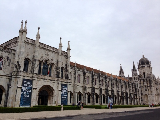 The Jeronimos Monastery houses  th Maritime Museum and the National Archeology Museum. No Mosteiro dos jeronimos encontram-se o Museum Marítimo e o Museu Nacional de Archeologia.