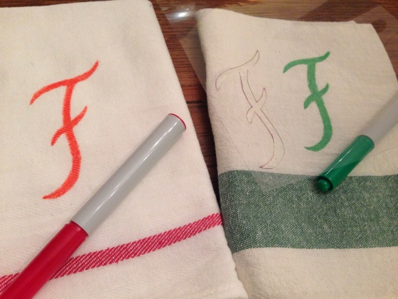 I used  pens to write on fabrics. Usei canetas para tecidos