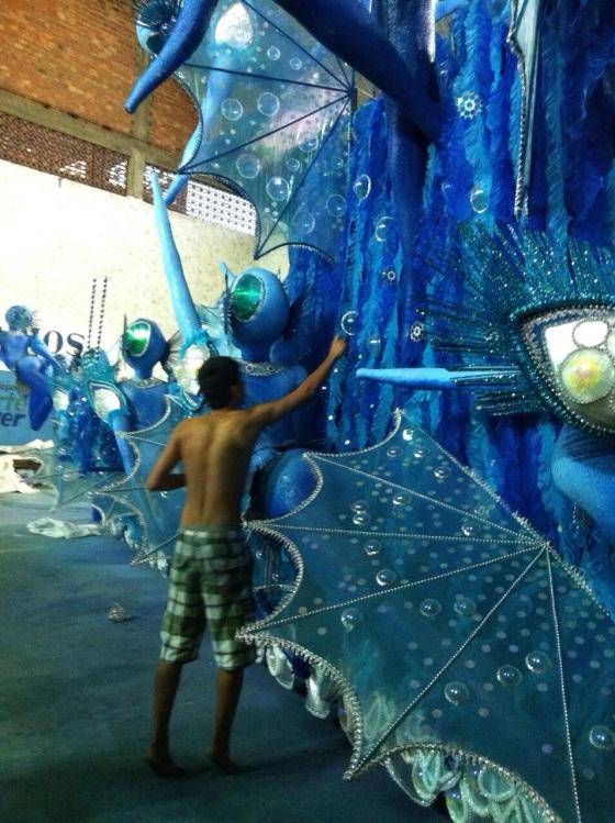 The theme this year : Water This represents the sea Tema do ano : Água Este carro representa o mar